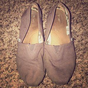 Gray Toms